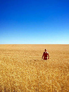 Photograph of Erik 'The Free Ranger' standing naked in the field of wheat