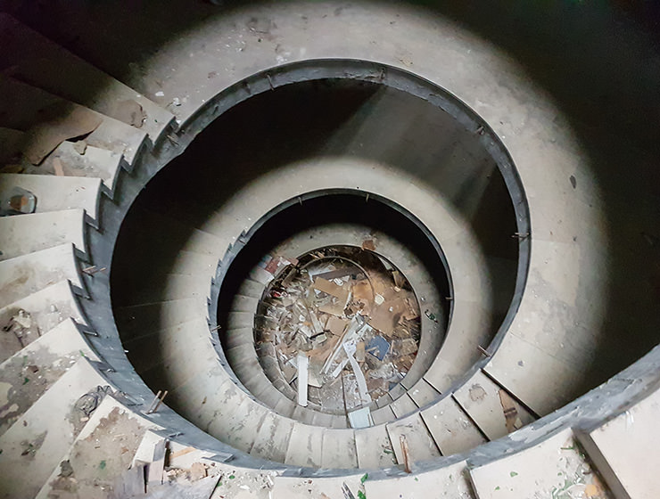 Circular staircase with a debris in the abandoned Belvedere Hotel Dubrovnik, Croatia, photo by Benjamin Martin