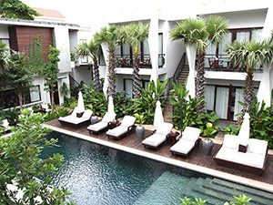 The swimming pool with sun loungers at Jaya House RiverPark hotel in Siem Reap, Cambodia, photo by Ivan Kralj