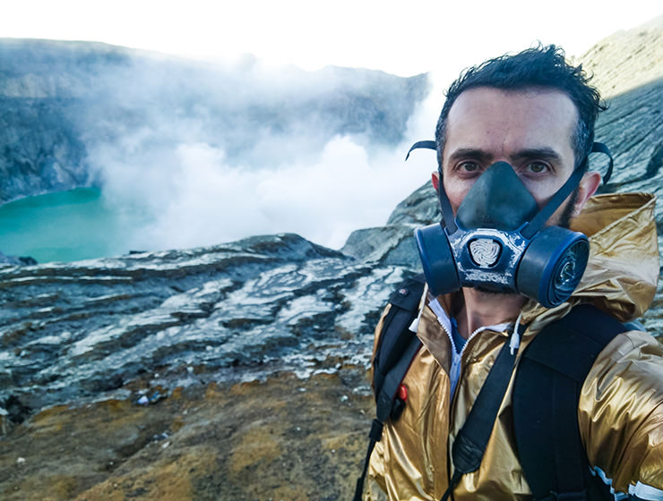 Pipeaway blogger Ivan Kralj wearing a gas mask at Kawah Ijen Volcano, East Java, Indonesia, one of the most toxic places on Earth, photo by Ivan Kralj