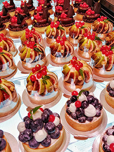 Fruit tarts displayed in the Passion5, desssert emporium in Seoul, South Korea, photo by Ivan Kralj