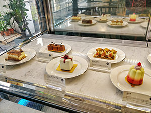 Cakes displayed in a vitrine at Unas, a dessert cafe in Seoul, South Korea, photo by Ivan Kralj