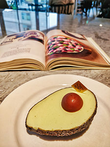 Avocado Cake in Unas dessert shop in Seoul, South Korea, one of the best Korean desserts to try in Seoul, photo by Ivan Kralj
