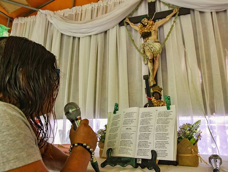 A woman chanting pabasa, a passion of Christ during the Maleldo 2019, Holy Week Philippines, in San Fernando, Pampanga, photo by Ivan Kralj