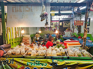 One of the market stalls on no-plastic island of Koh Samet, Thailand, selling food in plastic bags, photo by Ivan Kralj