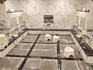 Washing stations in Itaewon Land, Korean spa/jjimjilbang in Seoul, South Korea, photo by Ivan Kralj
