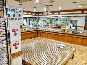 The grooming area at Itaewon Land, a Korean spa /Jjimjilbang in Seoul, South Korea, photo by Ivan Kralj