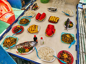Lunch buffet served during the Coron Island Tour, boat hopping with JY Travel and Tours, photo by Ivan Kralj