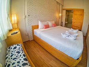 Double room at Pakping Hostel in Chiang Mai, Thailand, photo by Ivan Kralj