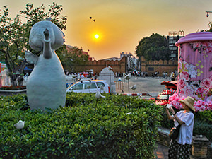 Sculpture with birds in front of the must-see Tha Phae Gate in Chiang Mai, Thailand, photo by Ivan Kralj
