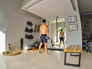 Pipeaway blogger Ivan Kralj training at the crossfit corner in the villa at Origin Seminyak, one of the best hotels in Bali, Indonesia, photo by Ivan Kralj